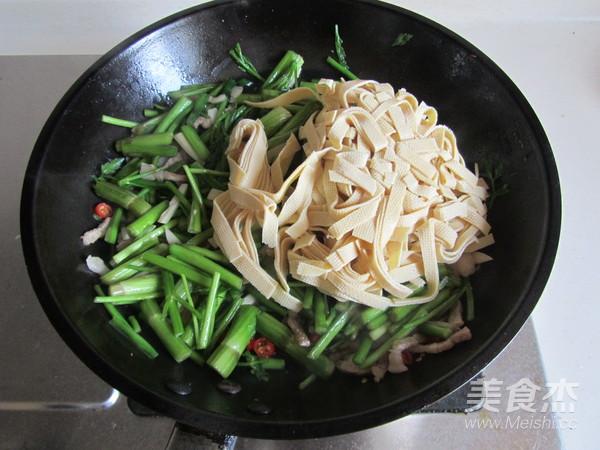 水芹菜千张炒肉丝怎么做