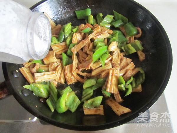 青椒腐竹炒肉片怎么炖