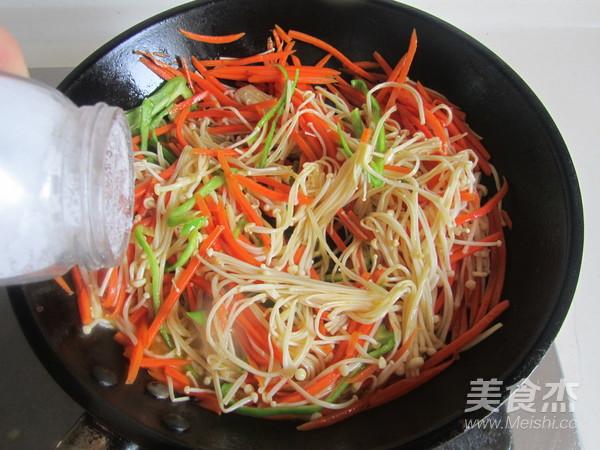 青椒胡萝卜炒金针菇怎么吃