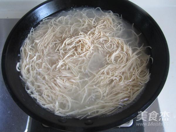 荆芥豆芽拌干丝的家常做法