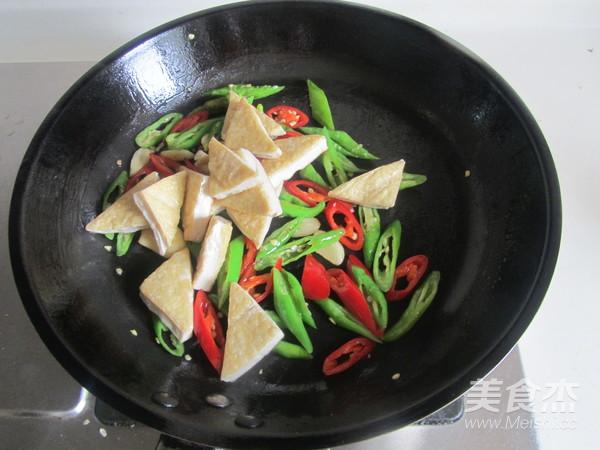 双椒炒臭豆腐怎么做