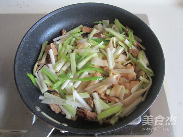 韭黄肉丝炒米粉怎么煮