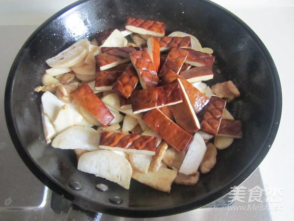 杏鲍菇干子炒肉片怎么做