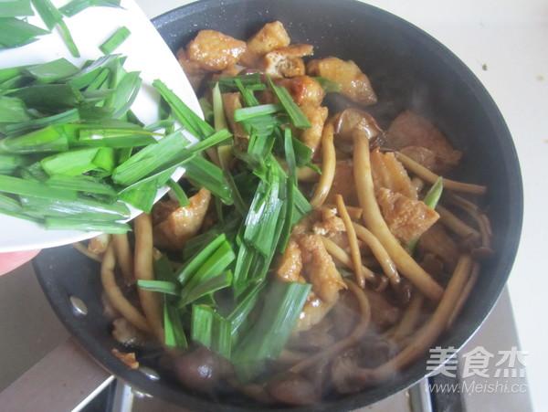 茶树菇豆腐泡五花肉怎样做