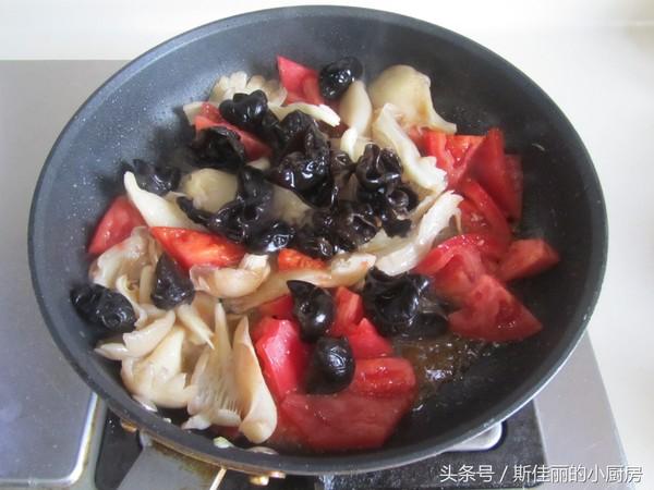 番茄鸡蛋烩玉米面怎么炒
