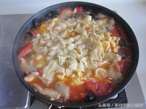 番茄鸡蛋烩玉米面怎样做