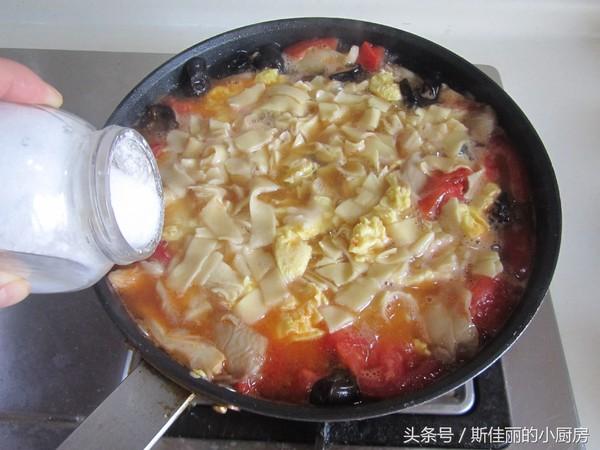 番茄鸡蛋烩玉米面怎样炒