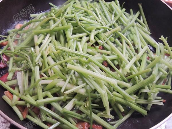 腊肉炒芹菜怎么炒