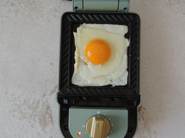 鸡蛋火腿三明治怎么吃