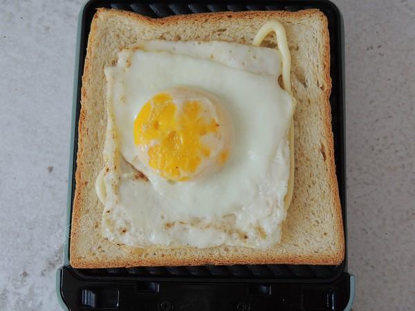 鸡蛋火腿三明治怎么煸