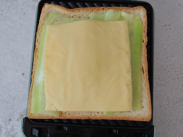 鸡蛋火腿三明治怎样做