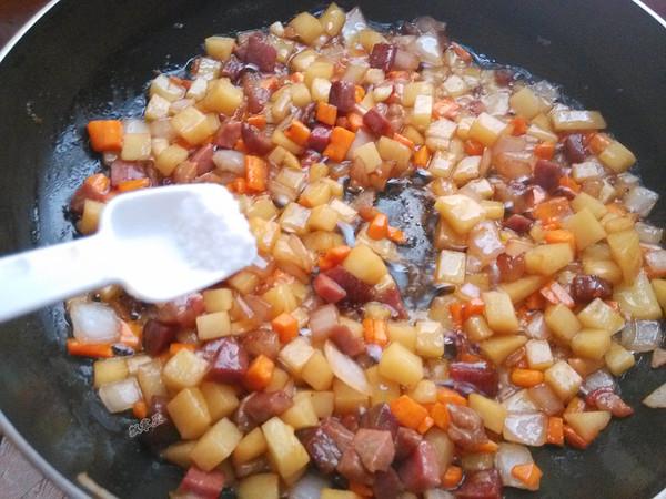 腊肉土豆焖饭怎么做