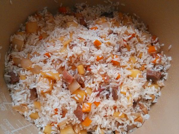 腊肉土豆焖饭怎么炒