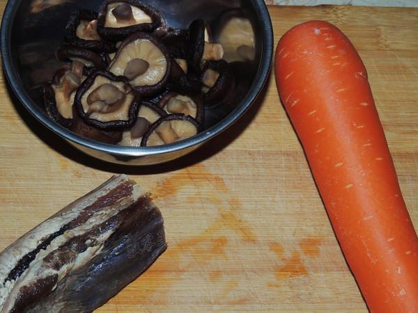 香菇腊肉焖饭的做法大全