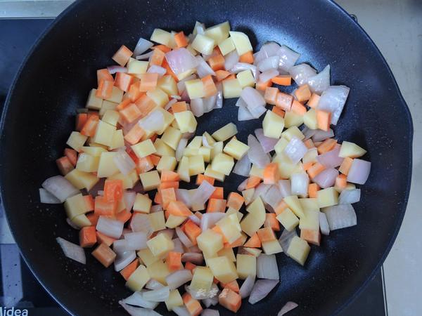 咖喱蛋包饭的家常做法