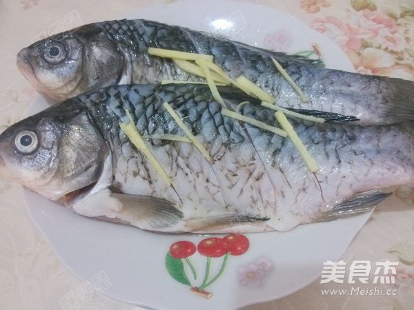 铁锅炖鱼贴饼子怎么炒