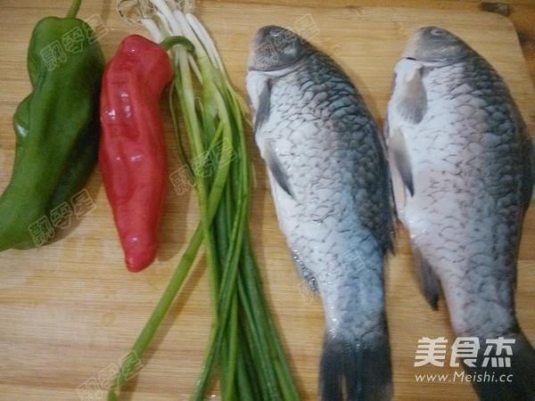 铁锅炖鱼贴饼子怎么做