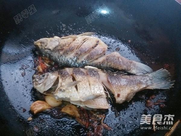 铁锅炖鱼贴饼子的制作方法