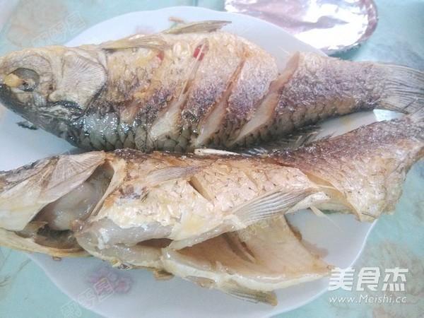 铁锅炖鱼贴饼子怎样炒