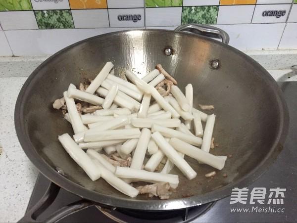 鲜鱿虾仁炒年糕的家常做法