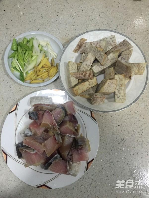 腊鱼焖芋头的做法大全