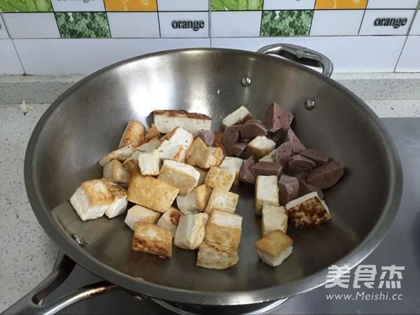 牛肉丸焖豆腐的简单做法