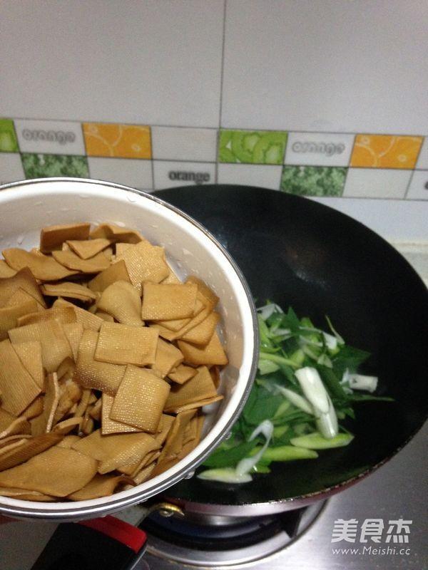 辣味青蒜豆干的家常做法
