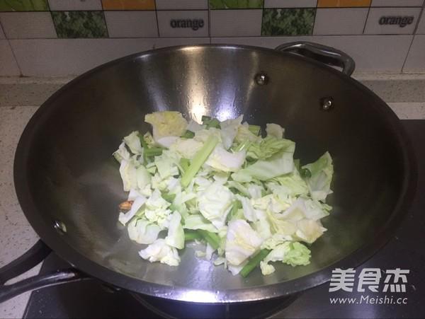 芹菜包菜小炒的简单做法