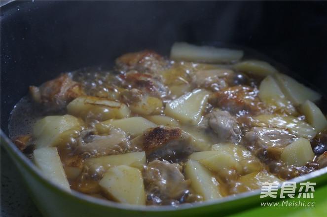 土豆焖鸡翅怎么炒
