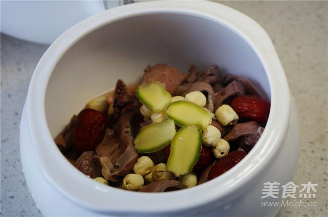 莲子猪心汤的家常做法