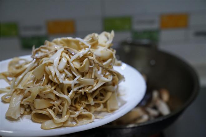 香菇焖笋片的简单做法