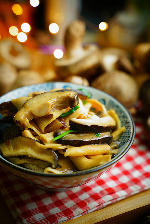 香菇焖笋片成品图