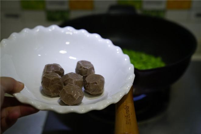 肉丸豆仁煮面筋的家常做法