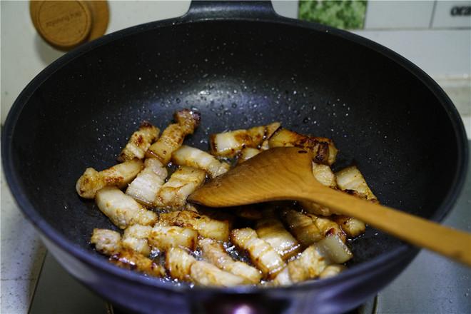 洋葱香菇五花肉的简单做法