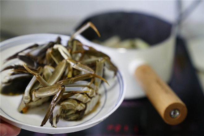 大葱肉片烧闸蟹的简单做法