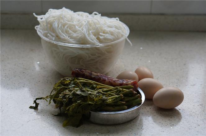 香椿鸡蛋腊肠拌粉的做法大全
