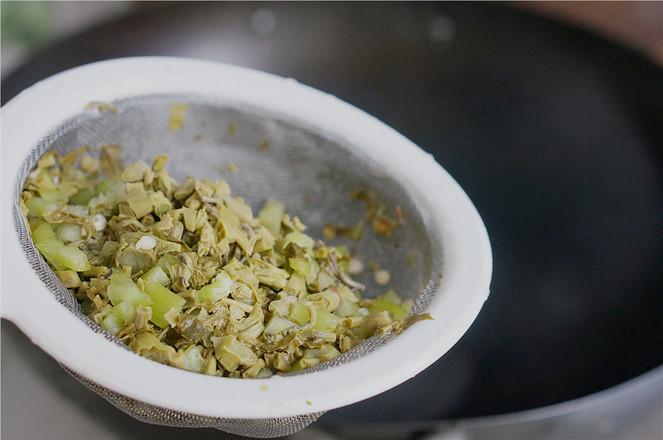辣椒香椿炒蛋的家常做法