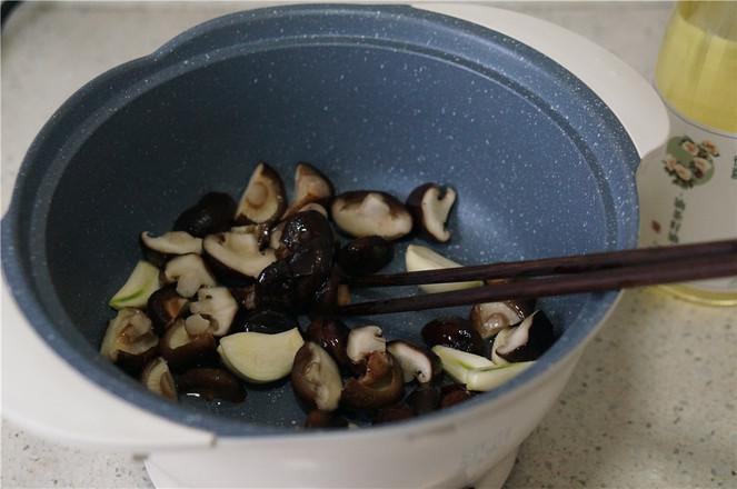 香菇冻豆腐焖牛肉丸的家常做法