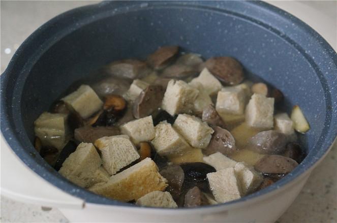 香菇冻豆腐焖牛肉丸怎么炒