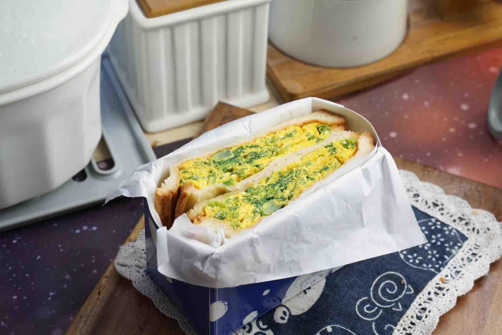 青菜鸡蛋三明治成品图