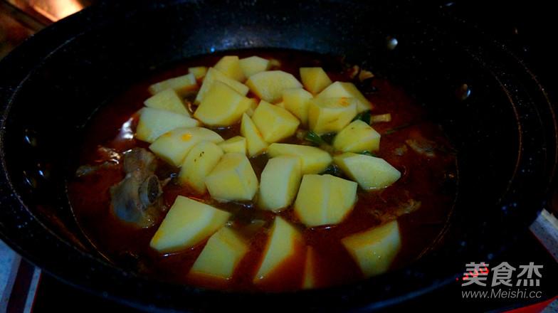 土豆烧排骨怎样煮