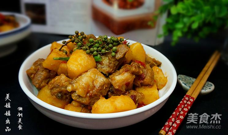 土豆烧排骨的制作方法