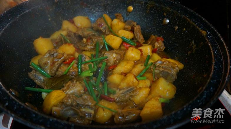 土豆烧排骨的制作