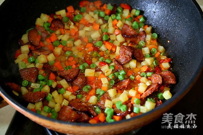 香肠土豆焖饭怎样煸