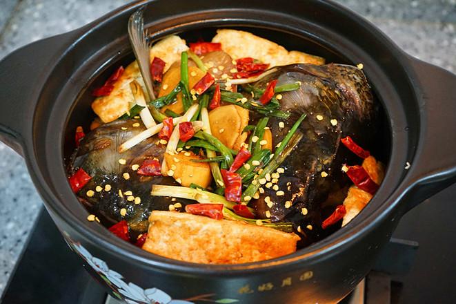 香辣草鱼豆腐煲的制作