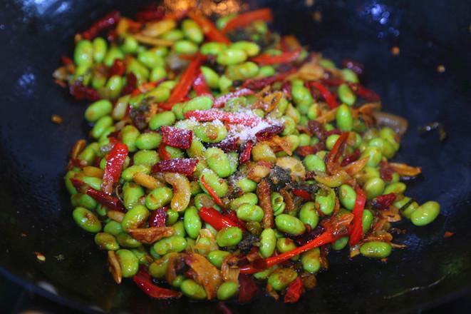香辣毛豆米炒小鱼干的制作