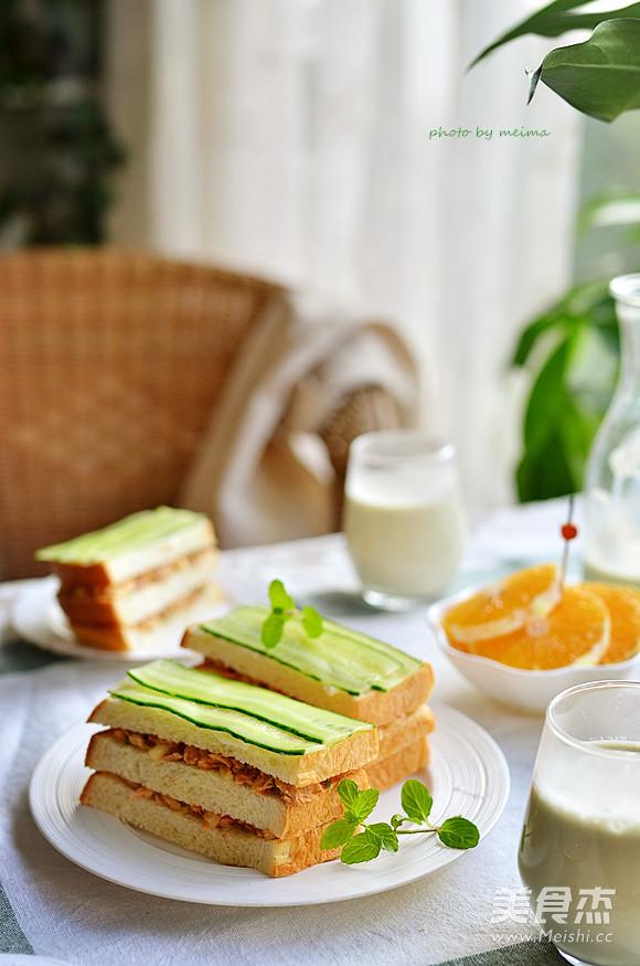 金枪鱼黄瓜三明治的家常做法