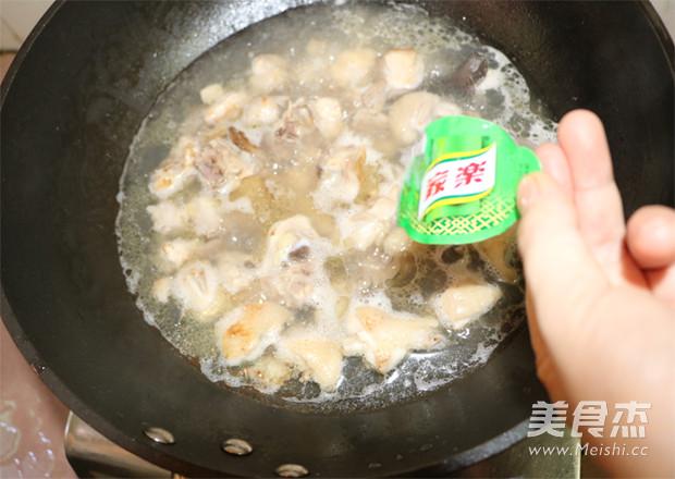 米粉炖鸡怎么炖