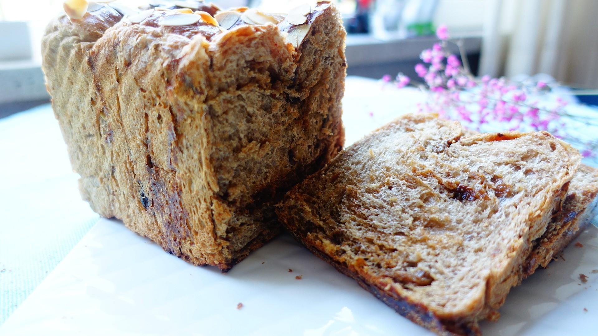 女性最佳补品级面包~黑糖果仁吐司的做法大全