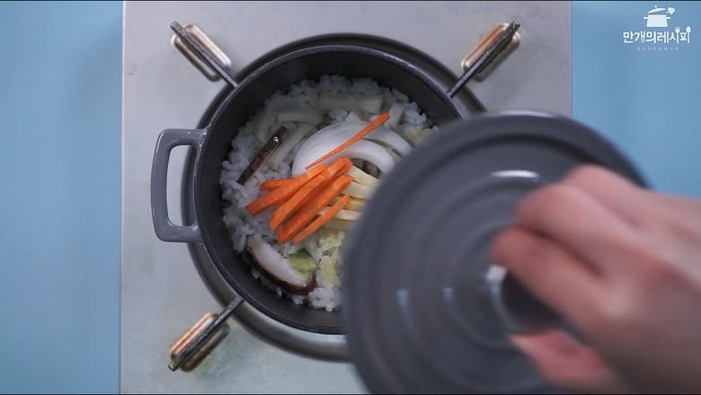 蘑菇石锅饭的简单做法